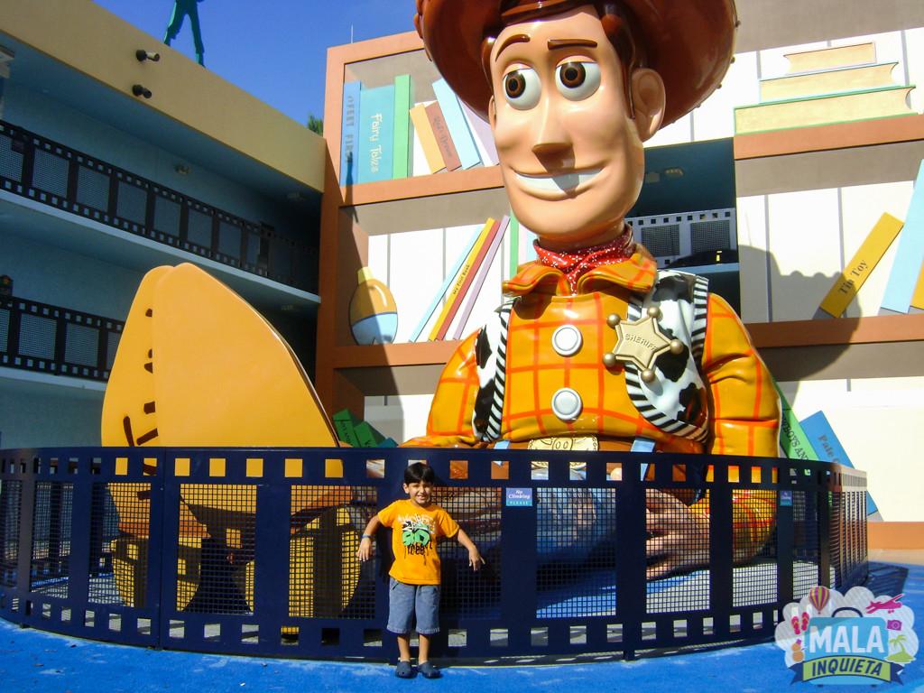 Issac no hotel do complexo Disney. Foto: Patricia Tayão