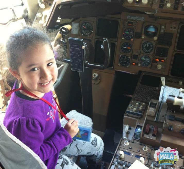 Na cabine do piloto  da TAM | Foto: Mala Inquieta