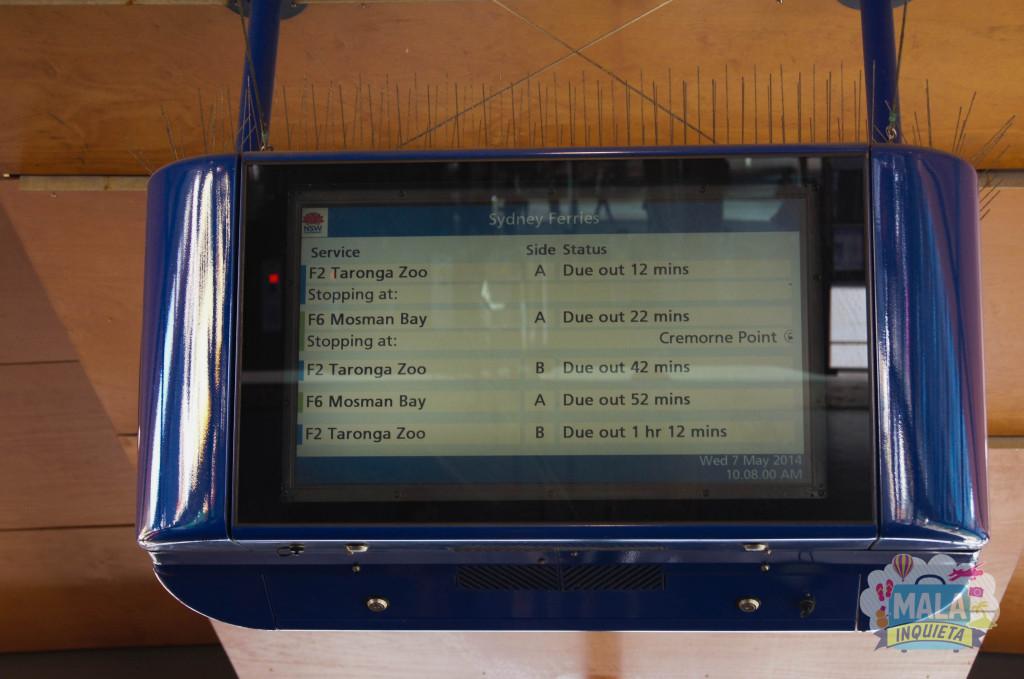 Telão mostrando os ferrys e os horários