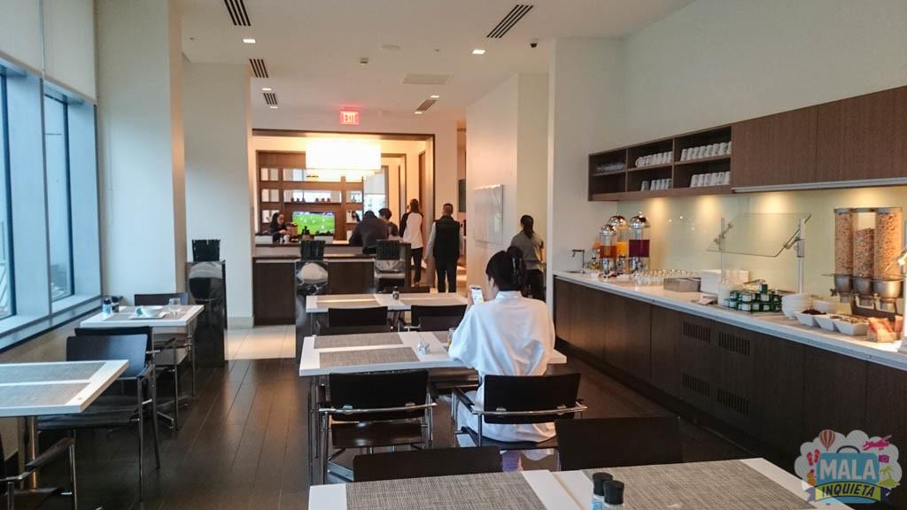 Café da Manhã e Lounge ao fundo
