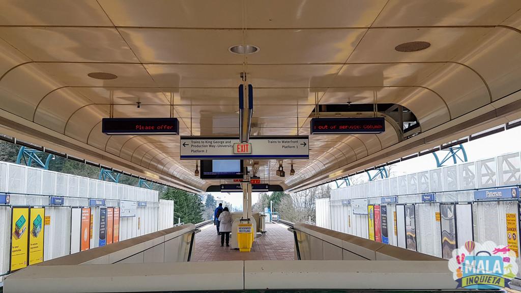 Plataforma de uma estação de SkyTrain | FOTO: Renata Luppi
