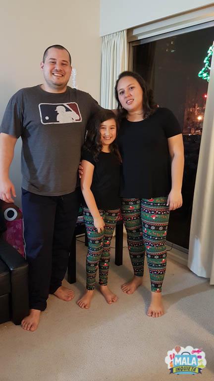 Eu e filhota de calças iguais.