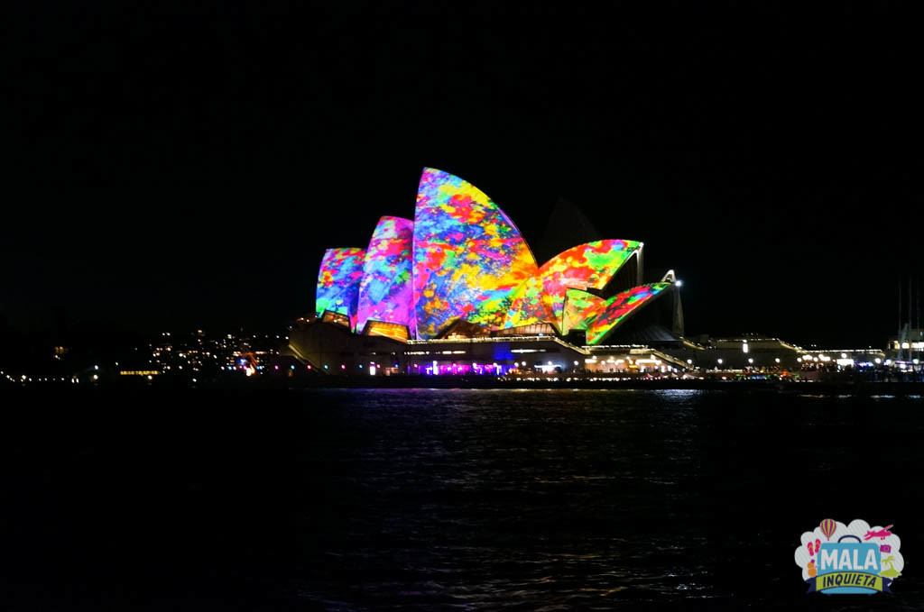 Opera House colorido durante o festival Vivid Sydney - Foto: Giulia Sampogna