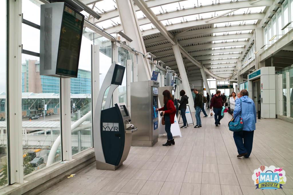 Maquinas para o pagamento do Skytrain. - Foto: Renata Luppi